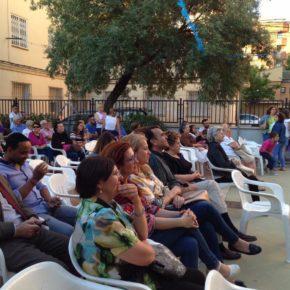 Arturo Gotot comparte con los vecinos del barrio Hospital el acto de apertura de sus fiestas