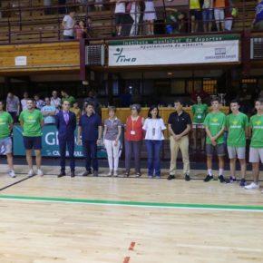Francis Rubio asiste a la final del Torneo Internacional de Baloncesto U-18