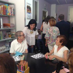 Francis Rubio visita el nuevo centro de la Asociación de Familiares y Enfermos de Parkinson