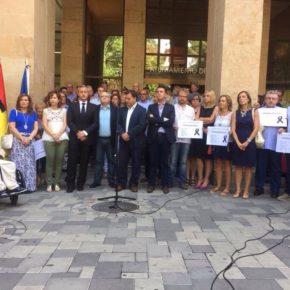 Cs pide que la bandera de Barcelona ondee a media asta en el balcón del Ayuntamiento durante los tres días de luto oficial