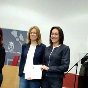 Carmen Picazo celebra el éxito del programa de 'Becas para jóvenes titulados'
