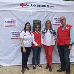 Carmen Picazo visita la IV Exhibición de Graffiti de Cruz Roja