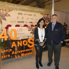 Francis Rubio asiste a la clausura de la I Lonja Nacional de la Almendra