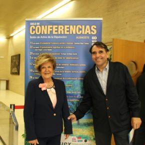 Arturo Gotor asiste a la clausura del curso de conferencias 2017-18 de Aluex