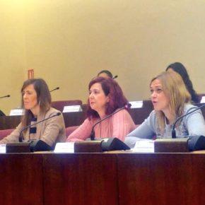 Carmen Picazo agradece la iniciativa de los niños, los padres y los profesores en la consolidación del Pleno Infantil