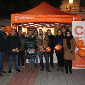 Ciudadanos Albacete recibe el apoyo de decenas de vecinos en su 'Carpa ciudadana'