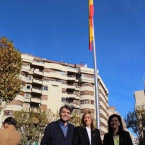 """Carmen Picazo: """"La bandera de España es la bandera de todos. Hoy la izamos para reafirmar nuestro compromiso con la Constitución"""""""