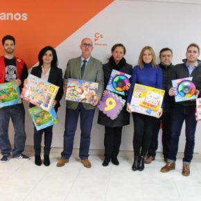 La agrupación de Ciudadanos Albacete Ciudad participa en la campaña de recogida de juguetes de Cruz Roja