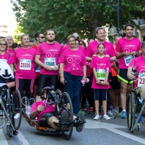 El alcalde da la salida a los más de 1.400 corredores que han tomado parte en la XI Carrera de la Mujer organizada por AMAC