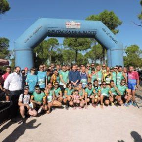 El alcalde saludó a voluntarios y corredores en la IV Carrera Popular 'Virgen del Pilar' organizada por la Guardia Civil