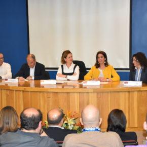 La concejal de Emprendimiento destaca la oportunidad que supone para futuros graduados eventos como el I Feria por el empleo