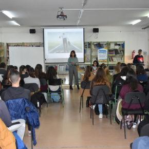 La concejal de Emprendimiento anima a los alumnos del IES Federico García Lorca a tener iniciativa y emprender sus propios negocios