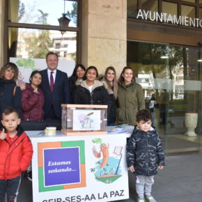 """La comunidad de aprendizaje de La Paz sale a la calle para conocer los """"sueños"""" de los albaceteños en relación a su colegio"""